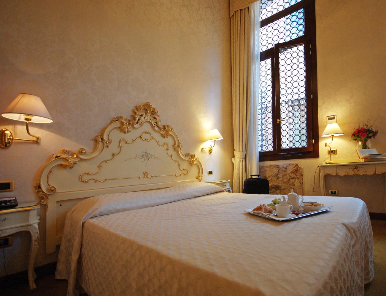 double-classic-room-venice-hotel-torino