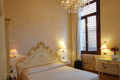 double-classic-room-in-venice-at-hotel-torino
